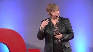Cómo sobrevivir a una crisis económica | Marianela Denegri | TEDxUFRO