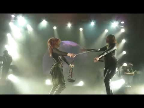 Lindsey Stirling and Lzzy Hale  HD  Shatter Me Los Angeles, 15 May 2014