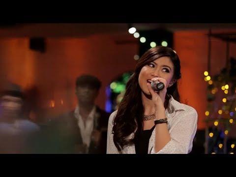 Free Download Elizabeth Tan - Malaikat (hazama Cover) (live At Music Everywhere) ** Mp3 dan Mp4