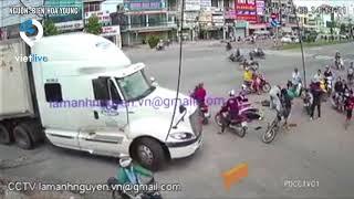 Thanh Niên gây tai nạn rồi thản nhiên đạp xe máy với ý định bỏ đi