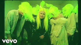 Смотреть клип Alma, French Montana - Phases | Autograf Remix