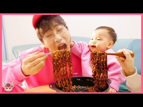 상어가족 산타 몰래 장난감 선물 줘요! 뽀로로 짜장면 주방놀이 요리놀이 마트놀이 Pororo black noodle pretend play with kids toys