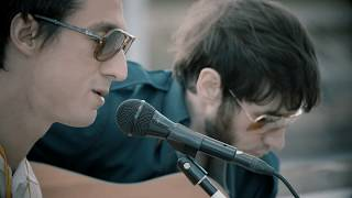 FAT WHITE FAMILY - Rock fishes ('FD' acoustic session)
