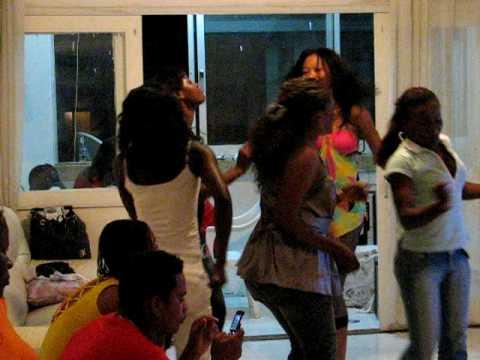 Angola Girls make Party