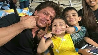 Shahrukh Khan Posing With MS Dhoni Daughter Ziva Dhoni In IPL 2018