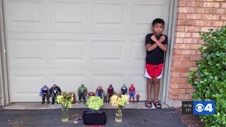"""VIDEO. Organizó un funeral con sus juguetes para despedir a """"Pantera Negra"""""""