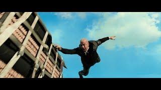 """Сцена из фильма """"Три икса: Мировое господство"""" Ксандер Кейдж Эпично сбивает падающий спутник."""