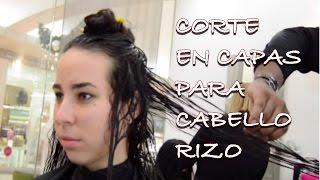 Corte en capas para cabello rizo