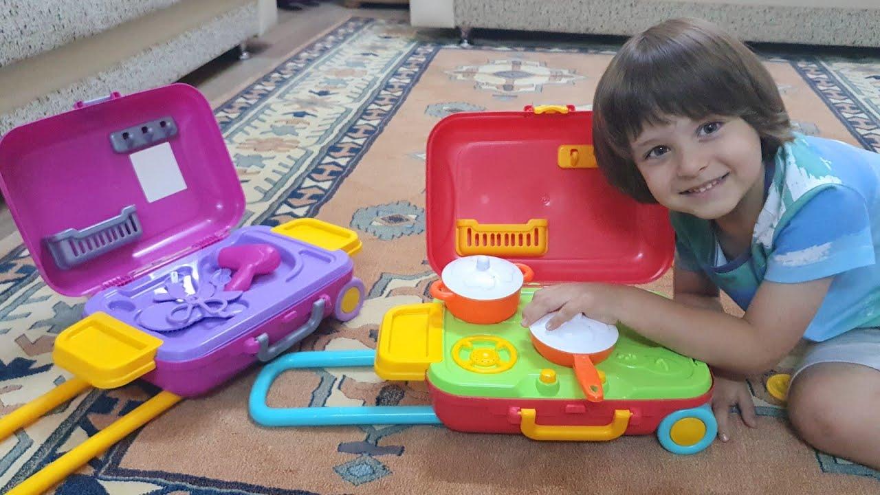 Fatih Selim ve Ela için kabin boy bavulda kuaför seti ve mutfak seti olan oyuncak çocuk valiz aldık