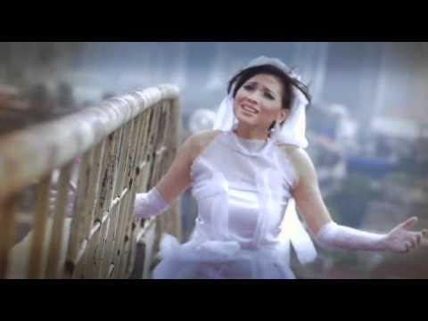 Clip Callista Wijaya - Hati Yang Luka.avi