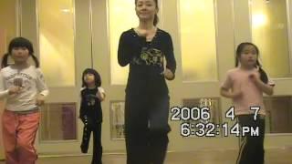 可愛いワンちゃんの「サンバ調ノリノリ曲」です。 振付映像付なので、良かったら一緒に踊ってね!!
