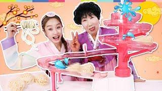 설날 특집!! 71세 박막례 할머니와 지니의 신기한 장난감 놀이 - 지니