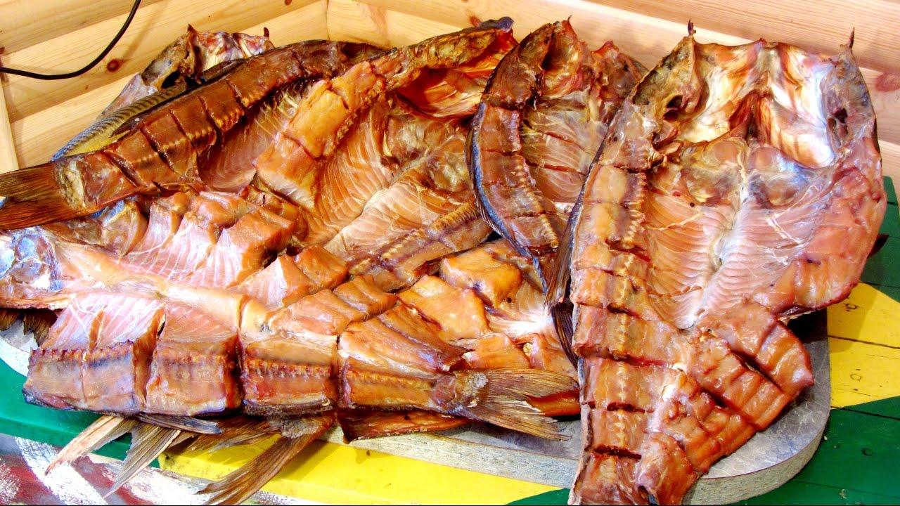 Цена/качество. Местоположение. Рыбная шаурма ))) за 5 дней в стамбуле 2 раза посетили это заведение. Двухэтажная кафешка, помимо балык экмек есть ещё меню с различными блюдами из рыбы. Но все идут сюда.
