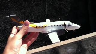 Maquete de papelão da aeronave Embraer EMB-120 Brasília
