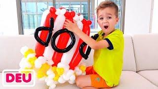 Vlad und Nikita machen Spielzeug aus Luftballons und haben Spaß mit Mama