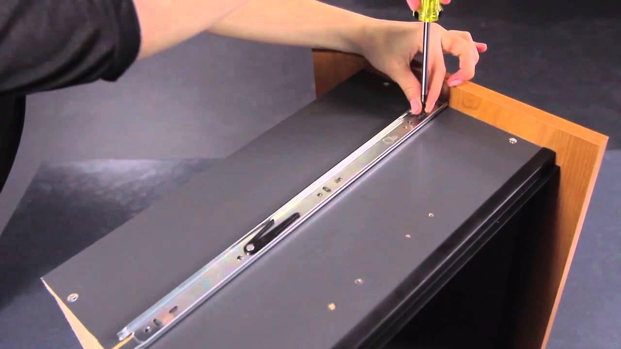 bestar comment installer les coulisses pleine extension sur le tiroir youtube. Black Bedroom Furniture Sets. Home Design Ideas