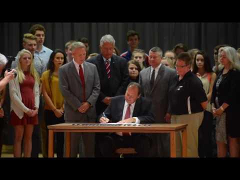 Gov. Earl Ray Tomblin Signs HB 201