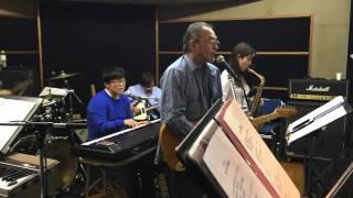 小坂忠は1966年、ロック・グループ、ザ・フローラルでデビュー。さらに...