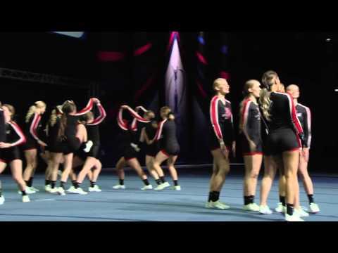 Helsinki Athletics Cheerleaders HAC Enchanted Cheerleadingin SM-kilpailussa 2016