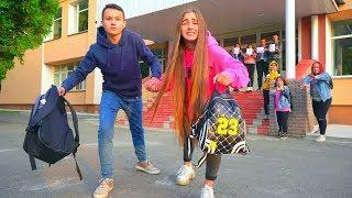 Видео ВЛЮБЛЁННАЯ ПАРОЧКА СБЕЖАЛА ИЗ ШКОЛЫ!!!