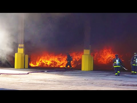 Republic Waste Facility On Fire In Chicago (on 11-7-2019) 4K
