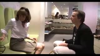 Olli Schulz als Schuhverkäufer