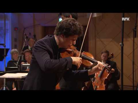 Augustin Hadelich performs his own Brahms cadenza LIVE