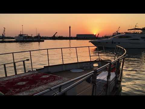 Вечерний закат на корабле в порту Сочи
