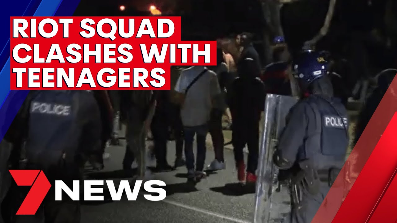 Riot squad called in as out-of-control Boxing Day Airbnb party locks down Perth streets | 7NEWS