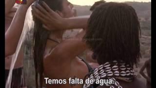 Claudia Jacques a tomar banho no Perdidos na Tribo.