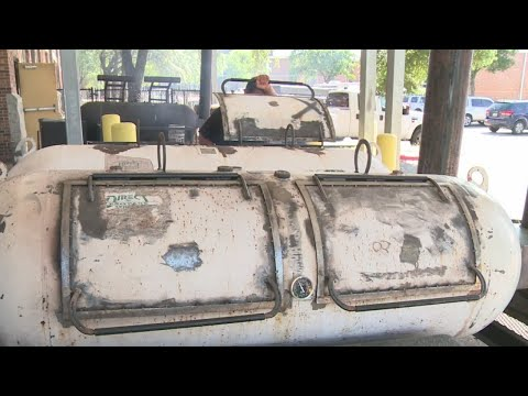 Austin high-schoolers build own pit after touring Franklin Barbecue