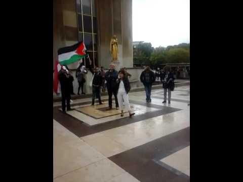 e témoignage d'une Syrienne, place du trocadéro à Paris,