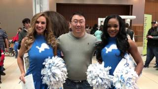 The Detroit Lions Cheerleaders wanted to meet Peter von Panda ;)