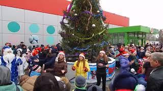 Відкриття ялинки му-він Молодіжний (24.12.2017) 2 Танець Ялинки іграшки і кульки Баба Яга