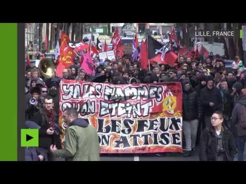 France : des centaines de personnes manifestent lors du congrès du FN à Lille