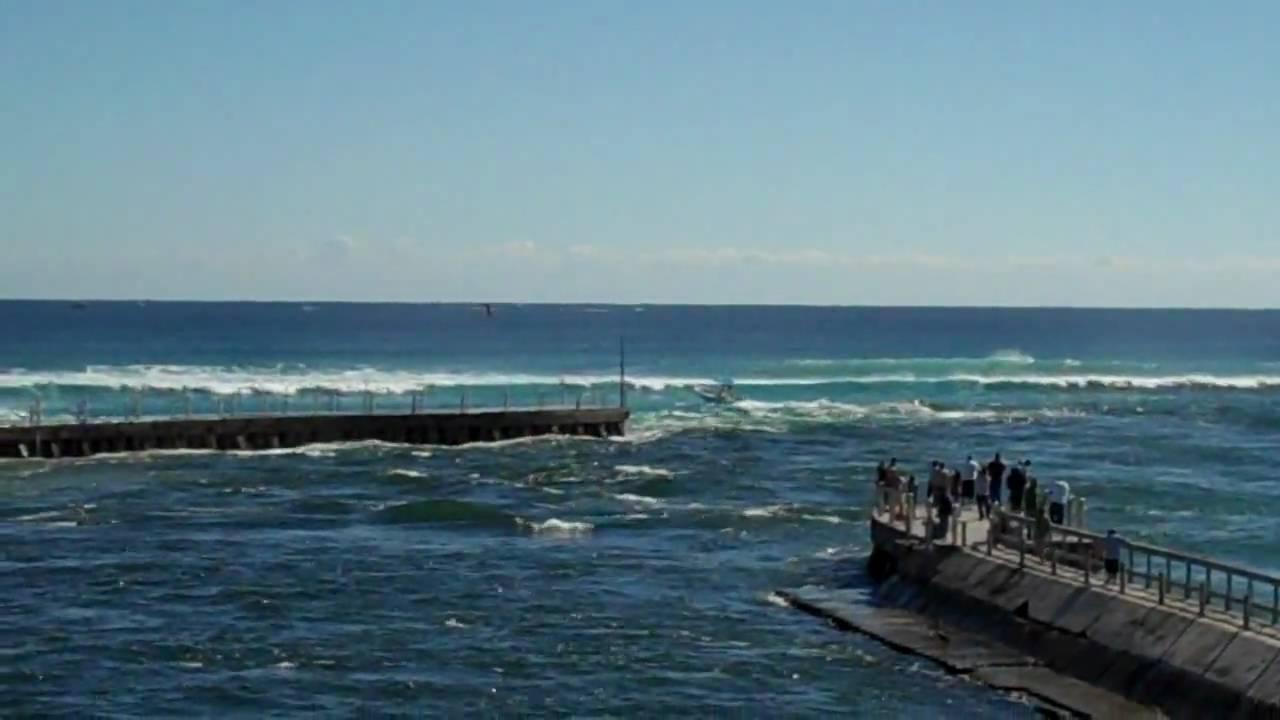 Boat goes vertical at boynton inlet youtube for Boynton beach fishing