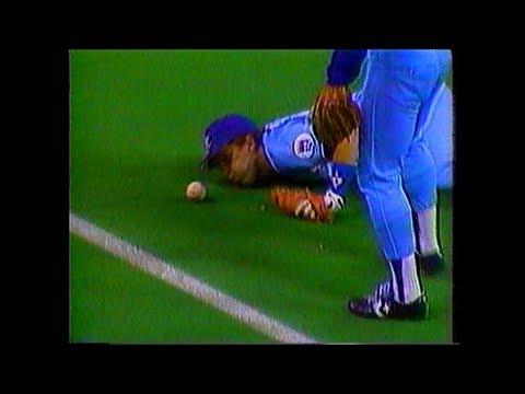ボールをふーふーしてファウルにさせた三塁手w【珍プレー】