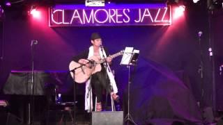 EL AMOR EXISTE Y LA LIBERTAD - SALA CLAMORES - Clémence Loonis canta a MENASSA