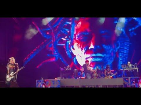 """Guns N' Rosesperformed 'new' song """"Absurd"""" in Boston .. video now on line .."""