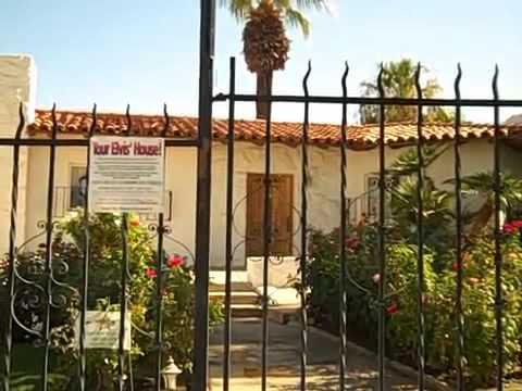 A Tour of Elvis Presley_s Two Palm Springs California Homes.avi