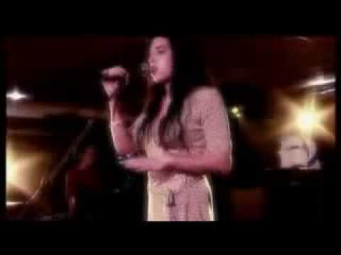 Amy Winehouse - You Sent Me Flying  2004 Live new jazz festival