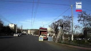 Меняют дорожные знаки(Подробнее на http://Kerch.FM., 2015-12-09T13:11:38.000Z)