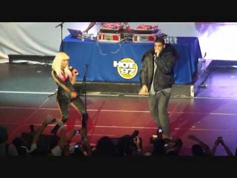 DJ DELZ TV: NICKI MINAJ & DRAKE KISS LIVE IN NYC...