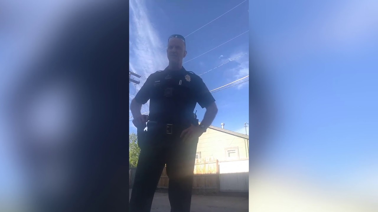Denver Cops Arrest Man for not Showing ID while Sitting outside Library using its Wifi