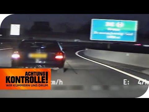 Mit 40 km/h auf der Autobahn - Steht der Fahrer unter Drogen? | Achtung Kontrolle | kabel eins