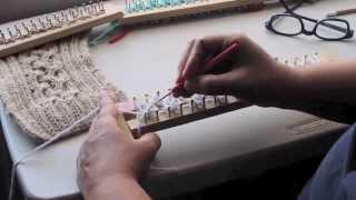 Repeat youtube video Bufanda con trenza en telar - Como empezar - Completo