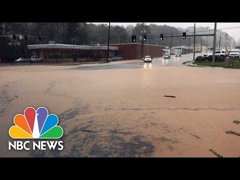 Watch Drivers Push Through Hurricane Michael Floodwaters In Virginia | NBC News