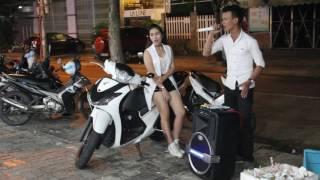Kẹo kéo Đà Nẵng - Cặp đôi bán kẹo kéo tại Đà Nẵng
