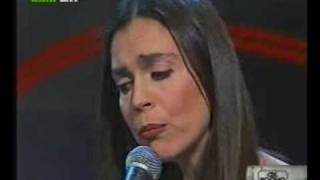"Savina Yannatou sings ""Hartino to fengaraki"""