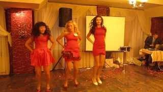 Gangnam style - Гангам Стайл Девочки танцуют на свадьбе))